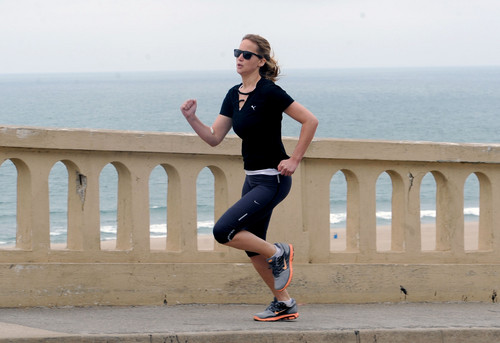 Jennifer going for a run along the Santa Monica coastline - jennifer-lawrence Photo