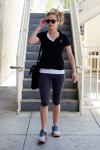 Jennifer arriving at a gym in LA - 12.06.12