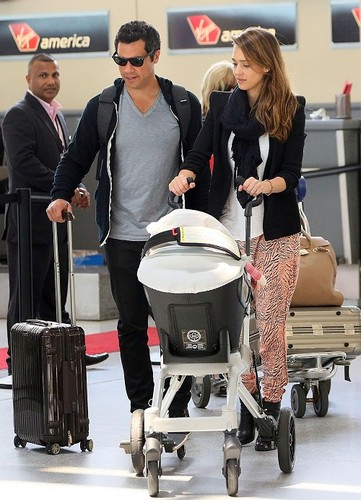 Jessica - At JFK Airport - June 06, 2012 - jessica-alba Photo