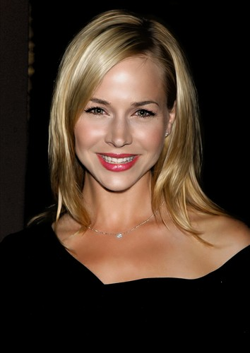 Julie Benz-1