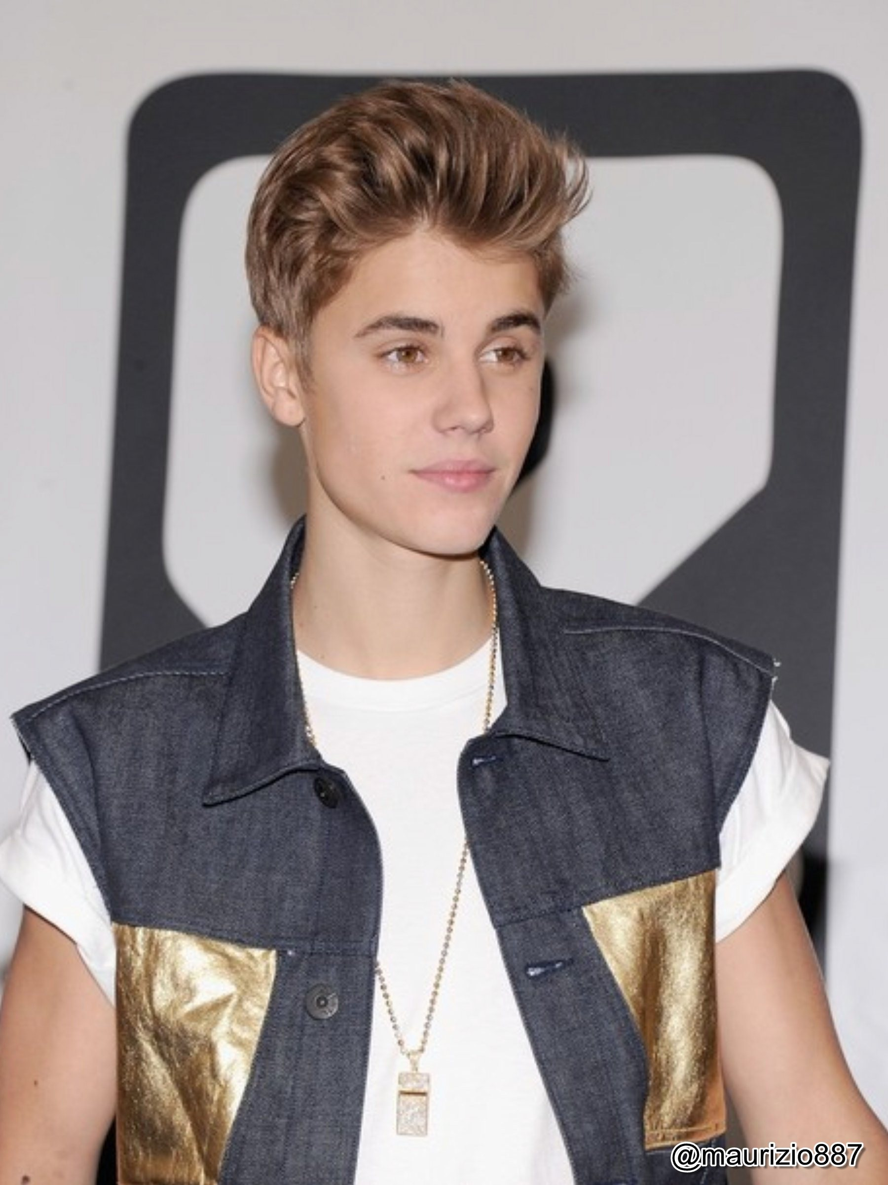 Justin Bieber Day' at J&R Music - Justin Bieber Photo ... джастин бибер музыка