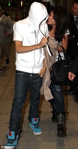 Justin and Selena airport.