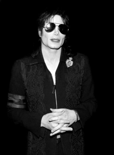 Michael Jackson achtergrond containing sunglasses titled KING OF POP