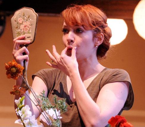 Katherine Parkison fond d'écran with a bouquet entitled Katherine Parkinson as 'Lady Teazle'