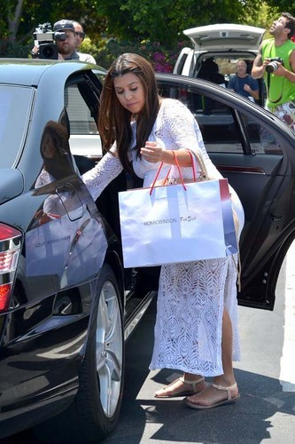 Kourtney leaving Fred Segal in Los Angeles