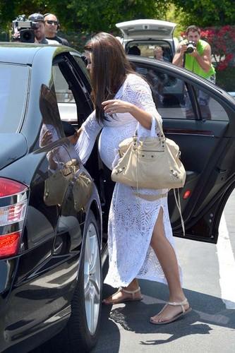 Kourtney leaving fred Segal in Los Angeles
