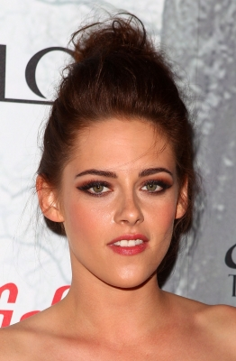 """Kristen at the """"Snow White and the Huntsman"""" premiere in Sydney. {19/06/12}"""