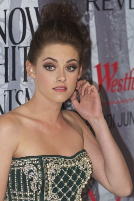"Kristen at the ""Snow White and the Huntsman"" premiere in Sydney. {19/06/12} - kristen-stewart Photo"