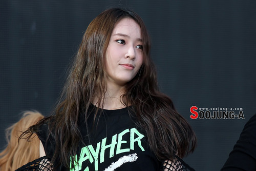 F(x) wallpaper with a jersey called Krystal @ SMTOWN In Taiwan