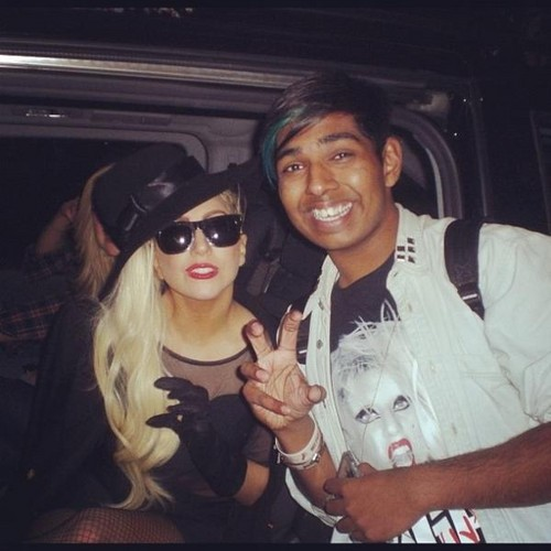 Lady Gaga with a پرستار outside her hotel in Sydney.(June 17th)