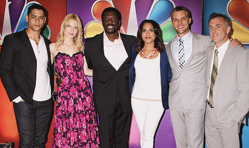 Lauren German and cast of Chicago 火災, 火