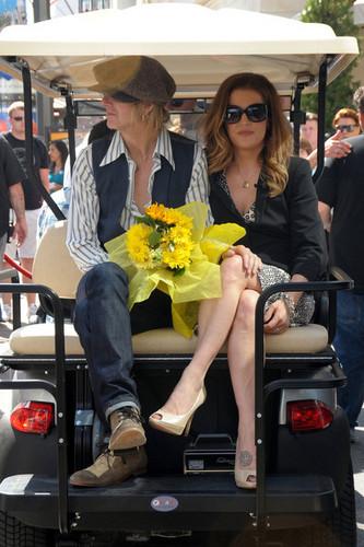 Lisa Marie Presley Arrives for 'Extra' in LA