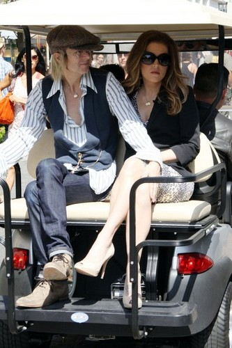 "Lisa-Marie Presley appears on ""Extra"" at the Grove in Los Angeles."