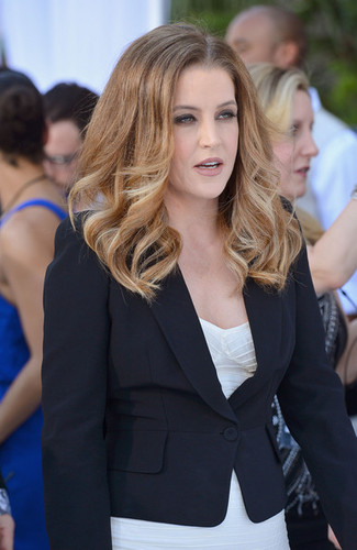 Lisa Marie Presley walks the red carpet at the Billboard musik Awards 2012 in Las Vegas