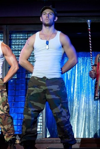Alex Pettyfer karatasi la kupamba ukuta entitled Magic Mike Stills