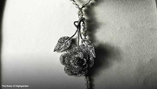 Margaery pendant