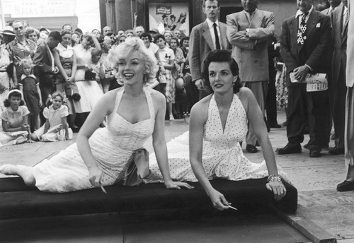 Marilyn Monroe achtergrond titled Marilyn Monroe and Jane Russell
