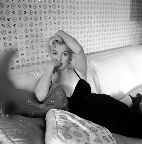 marilyn monroe wallpaper probably with a living room, a hot tub, and skin entitled Marilyn Monroe