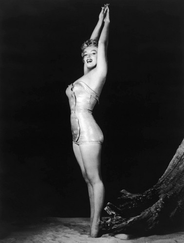Marilyn Monroe wallpaper possibly containing a swimsuit and a leotard entitled Marilyn Monroe