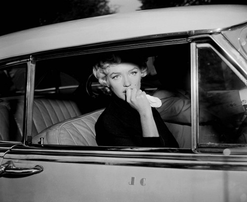 marilyn monroe wallpaper with an automobile entitled Marilyn Monroe