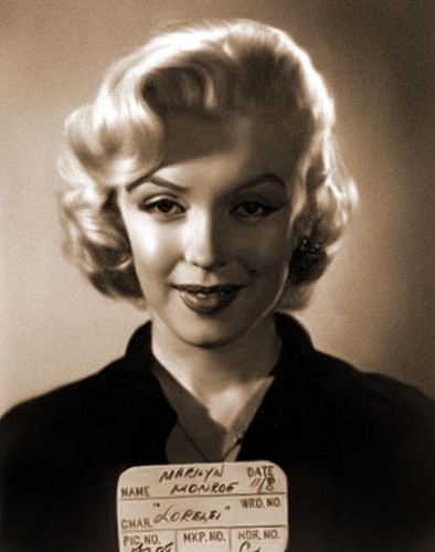 Мэрилин Монро Обои probably with a business suit, a well dressed person, and a portrait entitled Marilyn Monroe