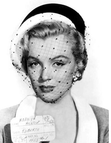 Marilyn Monroe achtergrond probably with a bonnet titled Marilyn Monroe