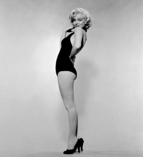Marilyn Monroe achtergrond possibly with a leotard entitled Marilyn Monroe