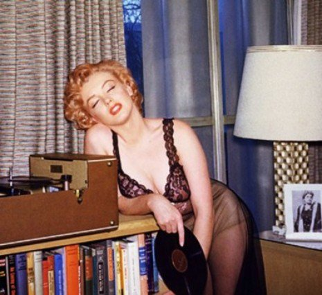 Marilyn Monroe kertas dinding containing a family room entitled Marilyn Monroe