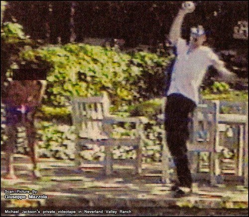 Michael in Neverland SUPER RARE PIC!!!!!!