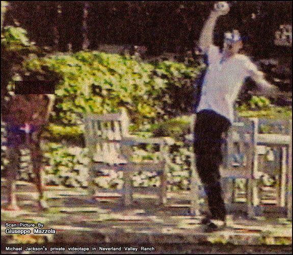 Michael in Neverland SUPER RARE PIC!!!!!!