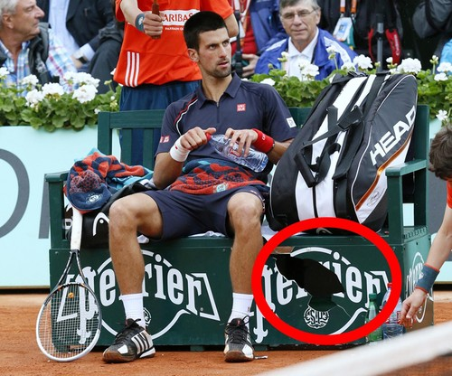 Novak Djokovic today : He behaved like a cad and destroyed a bench !!!!!!! - novak-djokovic Photo