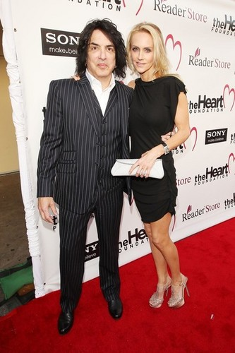 Paul Stanley پیپر وال containing a business suit and a well dressed person entitled Paul Stanley, Erin Sutton