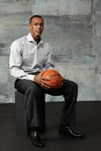 Rajon Rondo Hintergrund with a basketball and a dribbler entitled Rajon !!