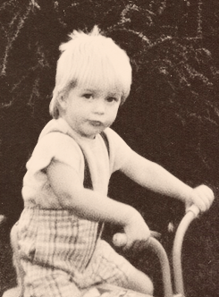 Robert Pattinson wallpaper with a tricycle entitled Robert