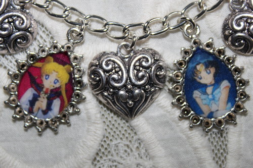 Sailor Moon Sailor Stars karatasi la kupamba ukuta entitled SAILOR STARS charm bracelet