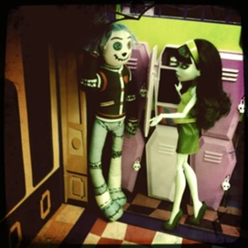 Scarah and Hoodude - monster-high Photo