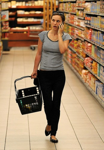 Shopping in Gelsons Market, Hollywood (June 17th 2012)