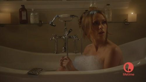 menunjukkan Her Cleavage And Taking A Bath In The Client senarai