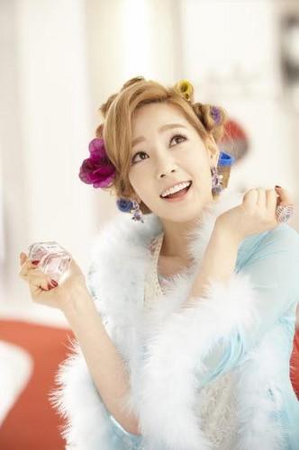 Taeyeon @ Girl de Provence