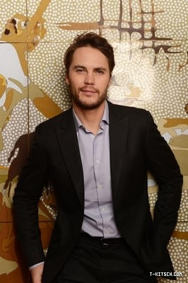 Taylor - Battleship Portraits in Sydney (April 2012) - taylor-kitsch Photo