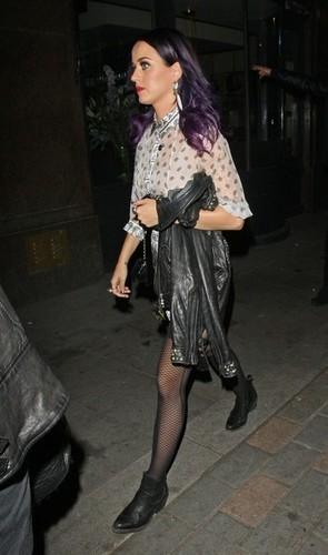 Wearing A Short Dress At Cirque Du Soleil Nightclub In Londra [9 June 2012]