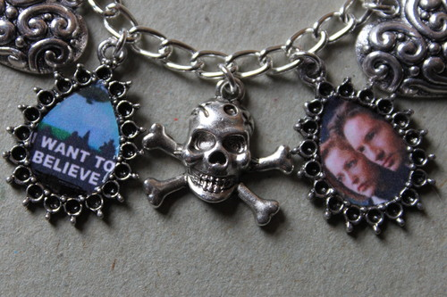 The X-Files achtergrond titled X FILES charm bracelet