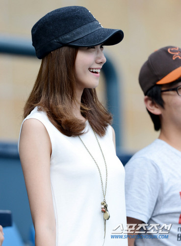 Yoona @ Jamsil Stadium BaseBall Match