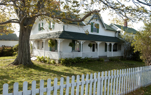 Anne of Green Gables پیپر وال containing a picket fence entitled anne of green gables