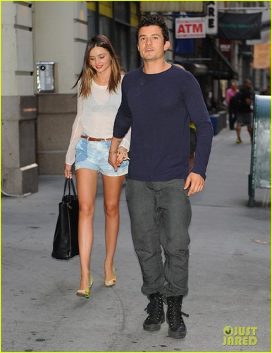 Miranda Kerr and Orlando Bloom holding hands in the Big Apple - miranda-kerr Photo