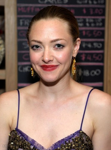 Amanda Seyfried wallpaper possibly with a portrait called Amanda at the 66th Annual Tony Awards show - After Party {10/06/12}