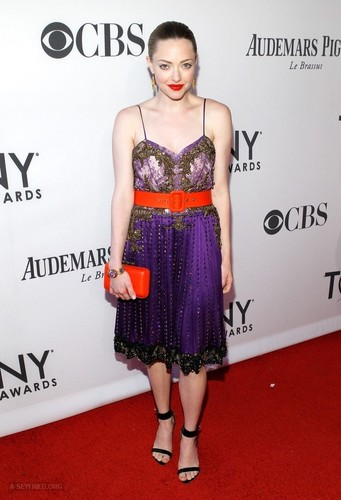 Amanda at the 66th Annual Tony Awards show - Red carpet {10/06/12} - amanda-seyfried Photo