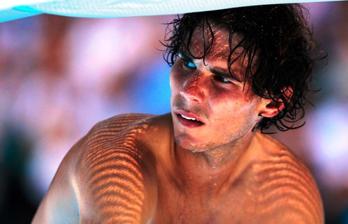 Angry Rafa : toi do not watch me ,when I am naked !