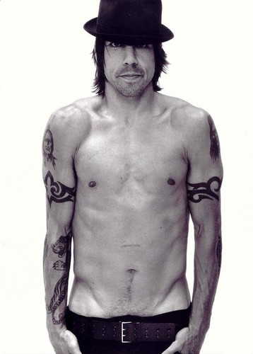 Red Hot Chili Peppers fondo de pantalla with a six pack titled Anthony Kiedis