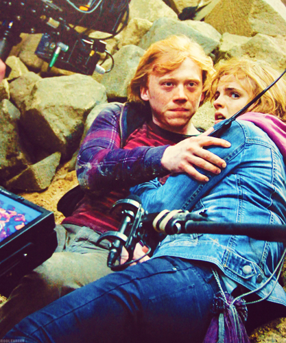 Behind the Scenes - rupert-grint-and-emma-watson Photo